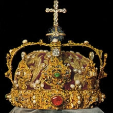 Of Crowning glories Queen of Tarts and Family Jewels