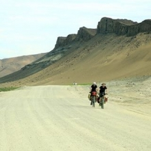 It's a long road to Tipperary it's a long road 🏡 home. On one side of the road we have vineyards on the opposite side pure desert sand. #adventure #sights #cycling #cyclinglife #namibia #summer #fun #maricha360  #roadtrip #holiday #vacation