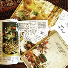 Time to gather recipe books for this year's Christmas Eve dinner, love scratching in old books for favourite recipes, the finds bring back memories a postcard from my mom dated 10/6/96  from Quarteira, a signed recipe book and note to enjoy from Elize H